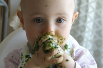 Jak na první dětskou výživu? Zkuste bio a dejte miminku čas