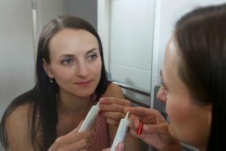 Oční krémy a pleťová séra - proč jim udělat místo v koupelně