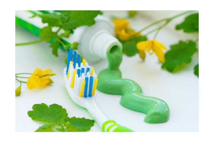 Za čistými zuby přirozenější cestou. S přírodní zubní pastou