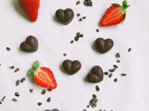 Zdravé vaření: Valentýnské pralinky z kakaových bobů